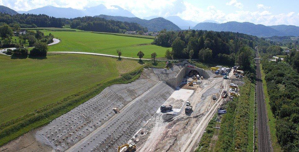 Ostportal Tunnel Stein
