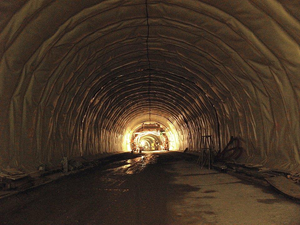 Tunnel nach Aufbringen der Isolierung